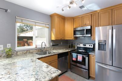 Livermore Condo/Townhouse For Sale: 3793 Carrigan Common