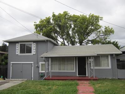 Oakland Single Family Home For Sale: 3939 Edgemoor Place
