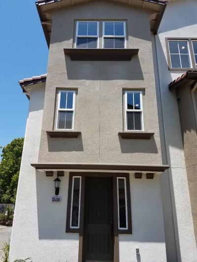 Union City Condo/Townhouse For Sale: 33420 Eileen Terrace