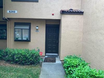 Newark Condo/Townhouse For Sale: 6293 Joaquin Murieta Avenue #D