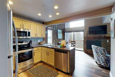 Mammoth Lakes CA Condo/Townhouse Active Under Contract: $409,000