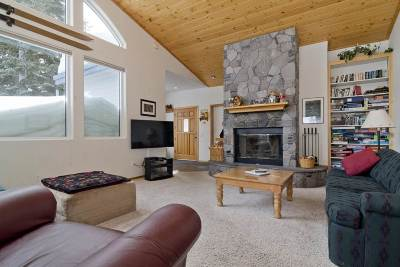 Mammoth Lakes CA Single Family Home For Sale: $1,049,000