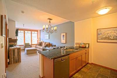 Mammoth Lakes CA Condo/Townhouse Back On Market: $439,000