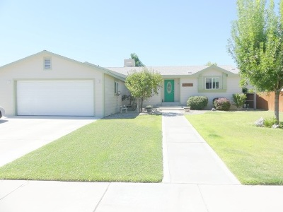 Bishop Single Family Home For Sale: 107 Hobbs