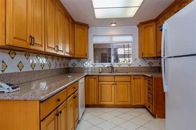 Orange County Condo/Townhouse For Sale: 2129 Via Puerta #Unit A