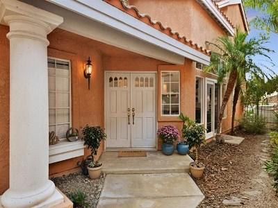 Vista Single Family Home For Sale: 1525 Golfcrest Place