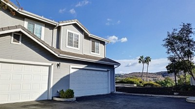 Poway Condo/Townhouse For Sale: 12899 Carriage Heights Way