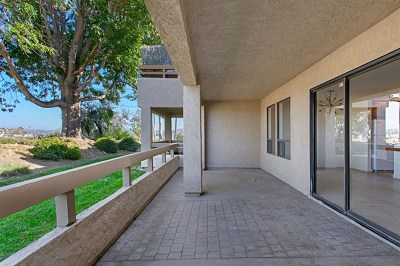 Carlsbad Condo/Townhouse For Sale: 1944 Swallow Ln