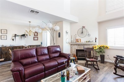 Poway Condo/Townhouse For Sale: 13352 Carriage Heights Circle