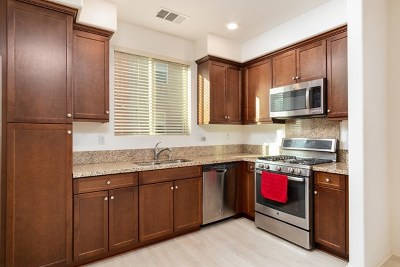 Chula Vista Condo/Townhouse For Sale: 2730 Sparta Road #UNIT 2