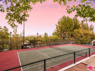 Tarzana Single Family Home For Sale: 4844 Brewster Drive