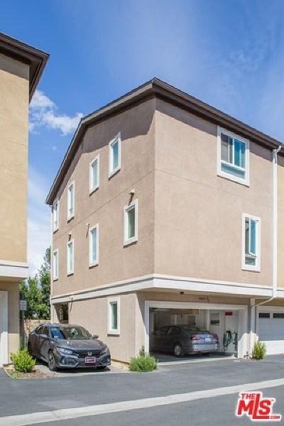 Van Nuys Condo/Townhouse For Sale: 14685 Sherman Way #1/2