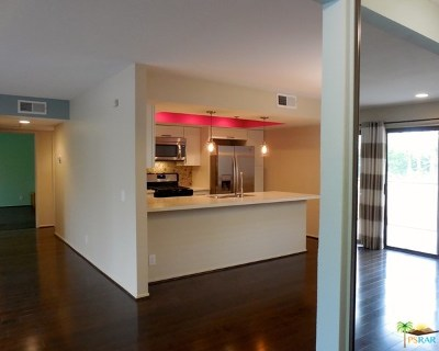 Palm Springs Condo/Townhouse For Sale: 200 E Racquet Club Road #52