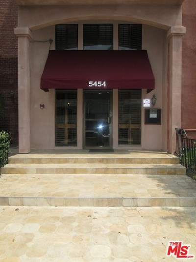 Condo/Townhouse For Sale: 5454 Zelzah Avenue #216