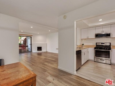 Van Nuys Condo/Townhouse For Sale: 15155 Sherman Way #34