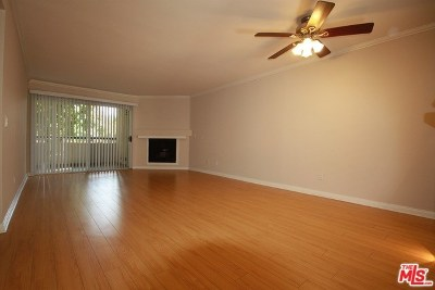 Woodland Hills Condo/Townhouse For Sale: 21450 Burbank #107