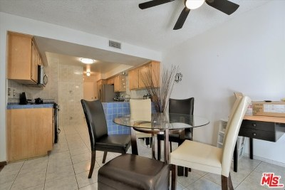 Newhall Condo/Townhouse For Sale: 25249 Avenida Dorena