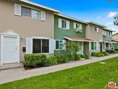 Huntington Beach Condo/Townhouse For Sale: 19749 Claremont Lane