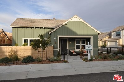 Canyon Country Condo/Townhouse For Sale: 25107 Grapefruit Lane