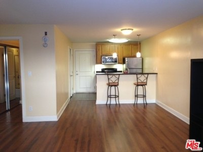 Los Angeles Condo/Townhouse For Sale: 10982 Roebling Avenue #321