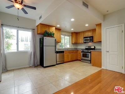 Van Nuys Condo/Townhouse For Sale: 15053 Victory #11