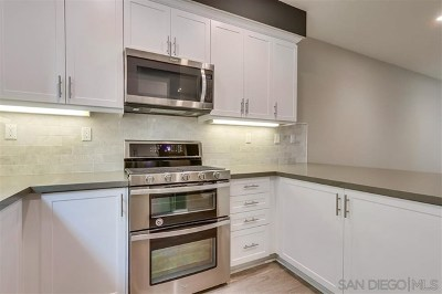 Rancho Santa Margarita Condo/Townhouse For Sale: 21472 Dahlia Court
