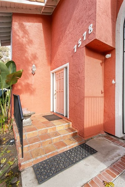 Carlsbad Condo/Townhouse For Sale: 7578 Gibraltar