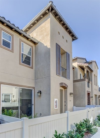 Carlsbad Condo/Townhouse For Sale: 3138 Asto Pl