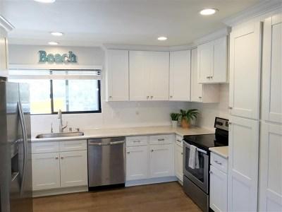Carlsbad Condo/Townhouse For Sale: 4705 Marina Drive #4