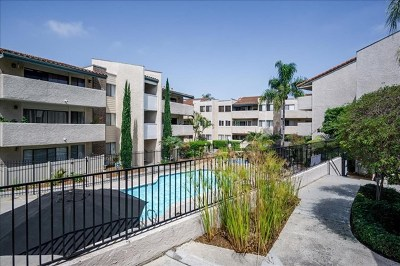 Carlsbad Condo/Townhouse For Sale: 2625 Pirineos Way #127
