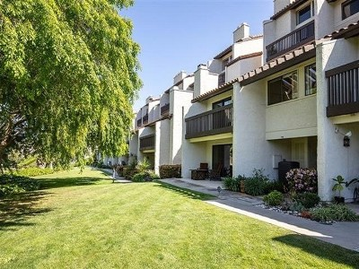 Carlsbad Condo/Townhouse For Sale: 2508 Navarra Dr. #404