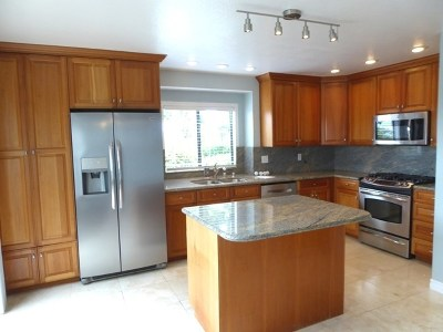 Carlsbad Condo/Townhouse For Sale: 6993 Carnation Dr