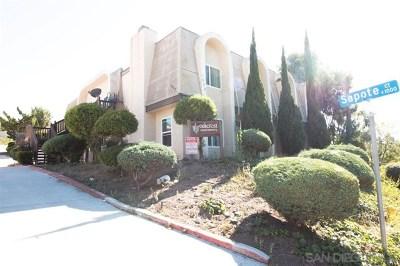 Vista Multi Family Home For Sale: 1023 Oak Dr