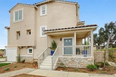 Carlsbad Condo/Townhouse For Sale: 707 Magnolia Ave