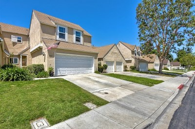 Carlsbad Condo/Townhouse For Sale: 4561 Lambeth Court