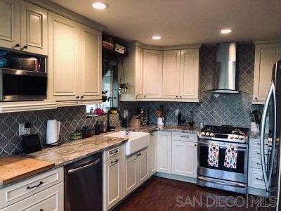 El Cajon Single Family Home For Sale: 1321 Helix View Dr