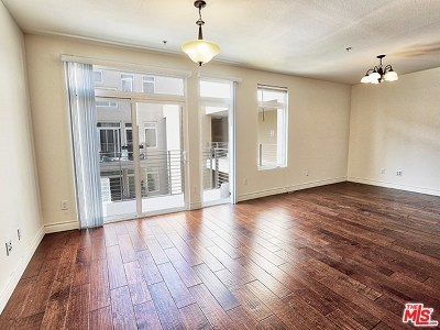 Burbank Condo/Townhouse For Sale: 250 N First Street #525