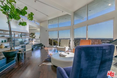 Single Family Home For Sale: 8406 Hollywood