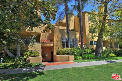 Studio City Condo/Townhouse Active Under Contract: 12841 Bloomfield Street #301