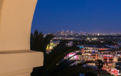 Los Angeles Single Family Home For Sale: 8222 Hollywood