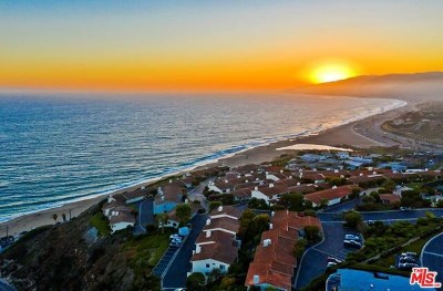 Malibu Condo/Townhouse For Sale: 6828 Las Olas Way