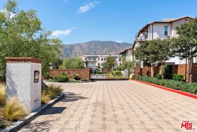 Glendora Condo/Townhouse For Sale: 543 W Foothill Boulevard #121