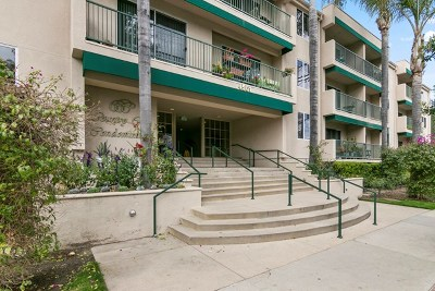 Sherman Oaks Condo/Townhouse Active Under Contract: 4501 Cedros Avenue #305