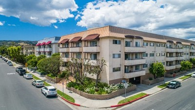Encino Condo/Townhouse For Sale: 5353 Yarmouth Avenue #207