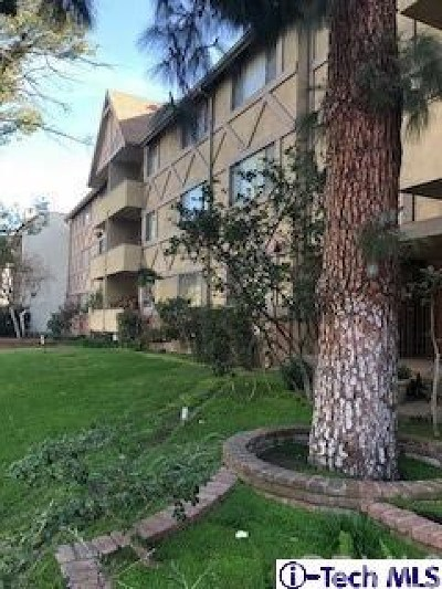 Glendale Condo/Townhouse For Sale: 600 W Stocker Street #211