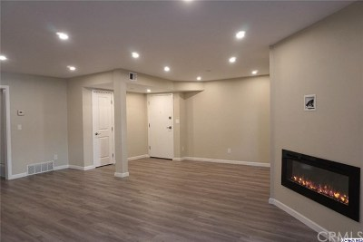 Van Nuys Condo/Townhouse Active Under Contract: 14980 Victory Boulevard #103