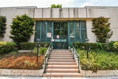 Van Nuys Condo/Townhouse For Sale: 6517 Kester Avenue #1