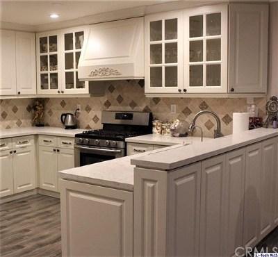 Granada Hills Condo/Townhouse For Sale: 16866 Kingsbury Street #104