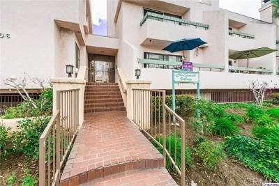 Chatsworth Condo/Townhouse For Sale: 9906 Owensmouth Avenue #11