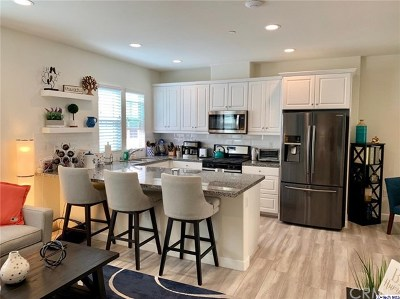 Azusa Condo/Townhouse For Sale: 873 Orchid Way #B